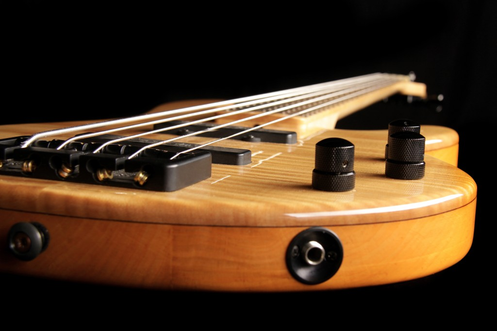 Holzbass02